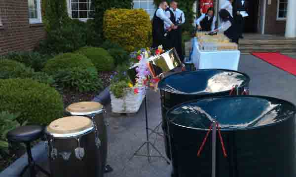 bands for garden party Kensington, band for garden party Notting Hill, band for garden party Holland Park, entertainment for outdoor party,
